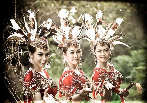 Looking 4 Borneo-2