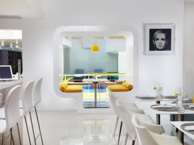 6.-orbit-restaurant-bubble-window